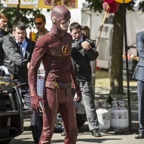 "Recensione | The Flash 2×01 ""The Man Who Saved Central City"""