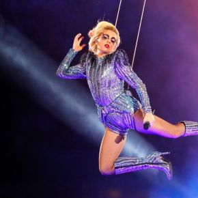 Musica | L'esplosivo half-time del Super Bowl 2017. The show goes GAGA!