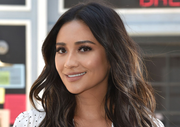 "News | Shay Mitchell In ""You"", Nuova Serie Di Lifetime"