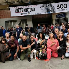 News  | Grey's Anatomy: Il Cast Festeggia I 300 Episodi E Si Inginocchia Contro IlRazzismo
