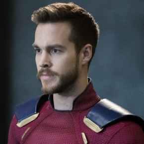 News | Supergirl: foto del nuovo costume diMon-El