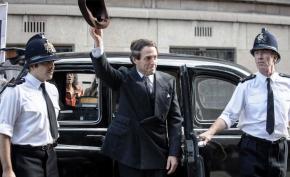 News | Hugh Grant è perfetto in A Very EnglishScandal