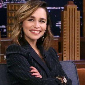 News | Emilia Clarke svela il nome di chi ha dimenticato la tazza di caffè di Starbucks durante leriprese!